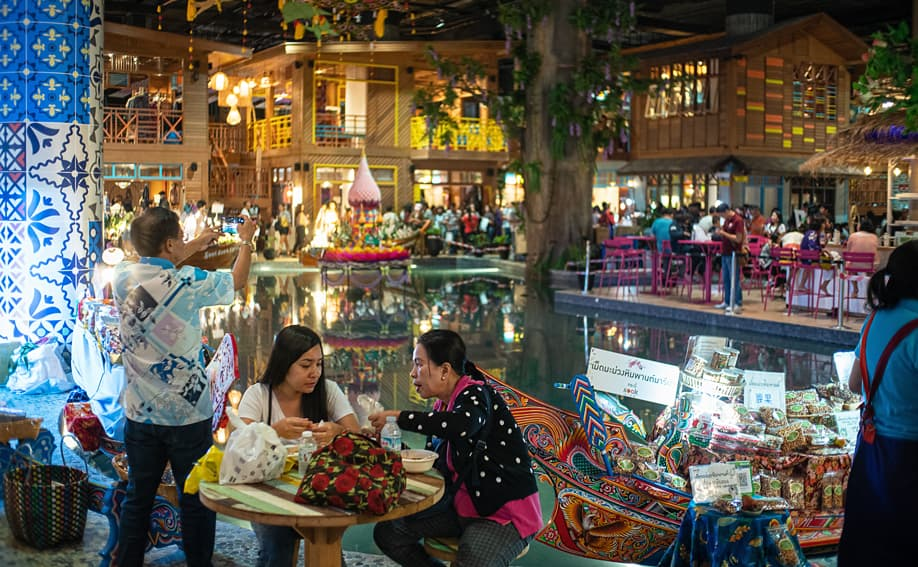 SOOK Siam Floating Market.