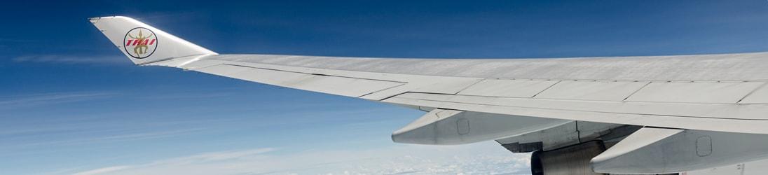 Flüge Thailand - Flugzeug am Flughafen in Deutschland