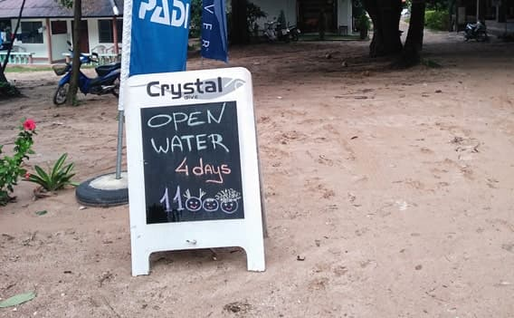 Open Water Diver 4 Tage 11000 Baht.