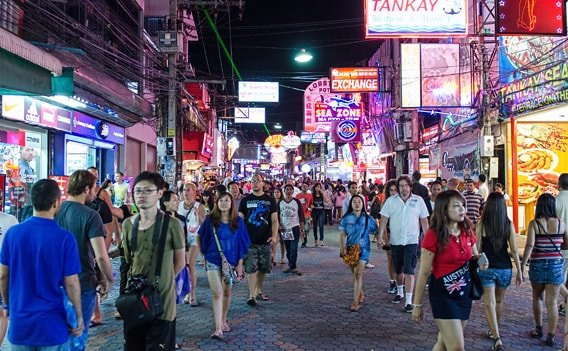 Walking Street in Pattaya bei Nacht